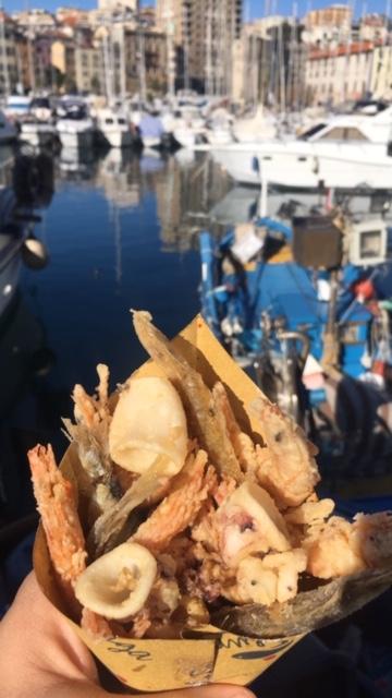 Savona kikötőjében mindenféle herkennyűt eszünk